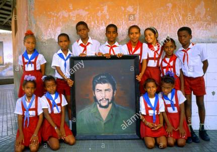 Cuban Children with Che portrait guevaristas org