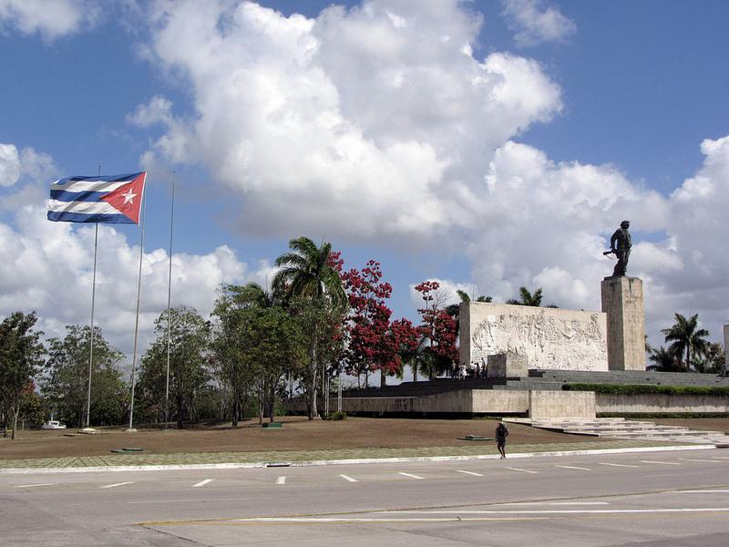 Mausoleum-Che-Guevara-1