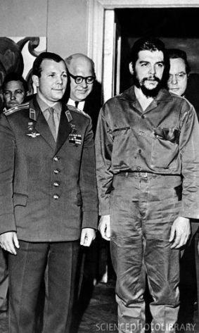 Che Guevara with Yuri Gagarin 3