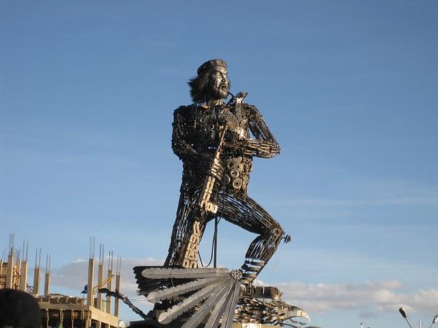 Che Guevara statue in La Paz, Bolivia