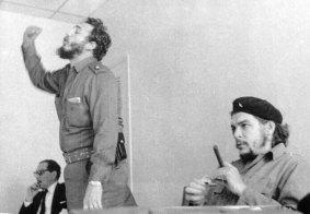 Che Guevara with Fidel Castro 22