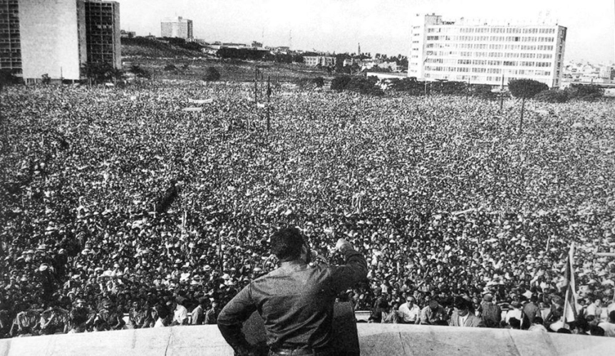 fidel-castro-speaking-to-massive-crowd-in-havana